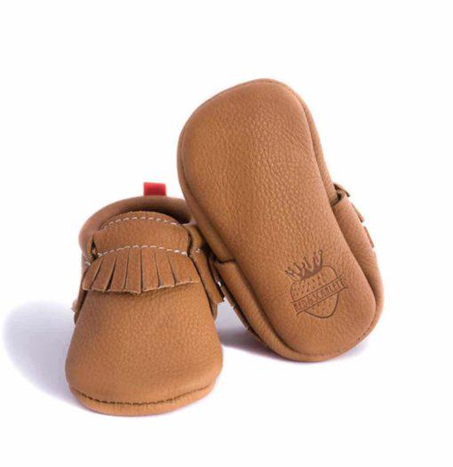 Chausson mocassin en cuir à tannage végétal brun. Adaptés aux premiers pas. Pour bébé et enfant. Idée cadeau naissance