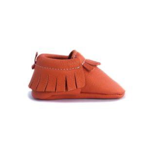 Chausson mocassin en cuir à tannage végétal orange. Adaptés aux premiers pas. Pour bébé et enfant. Idée cadeau naissance
